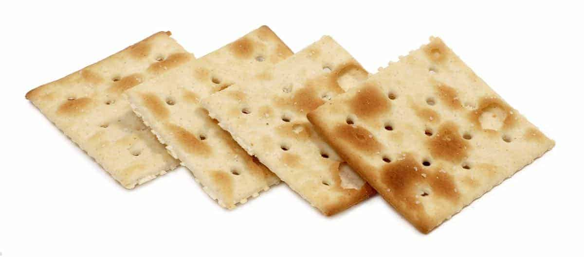 are saltine crackers safe for dogs