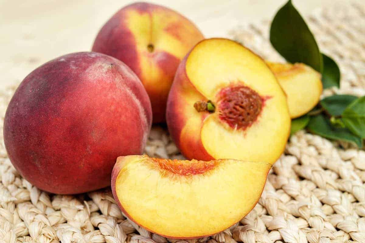 are peaches safe for dogs